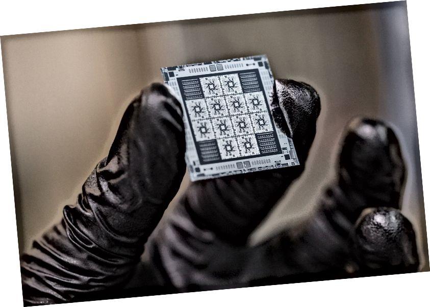Prosesor kuantum 8-qubit yang diproduksi oleh Rigetti Computing.
