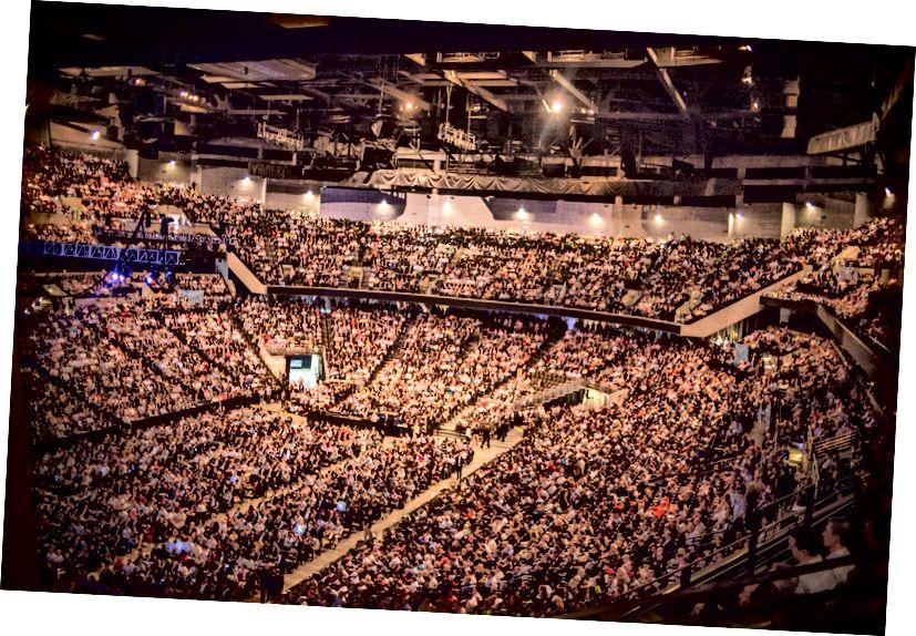 Itu banyak orang. (Foto: Russ Roe)