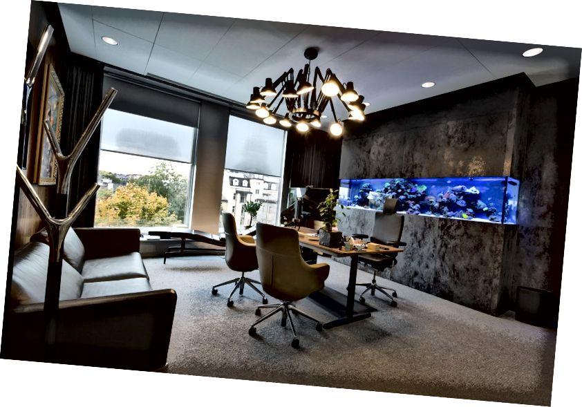 Το γραφικό μου γραφείο στο Codewise HQ - θα το αντικαταστήσουμε με περισσότερους χώρους εργασίας