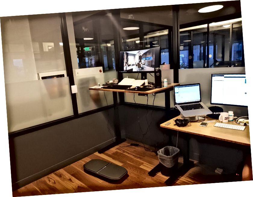 WeWork @ Santa Monica-dakı ofisimizdəki iş stansiyam