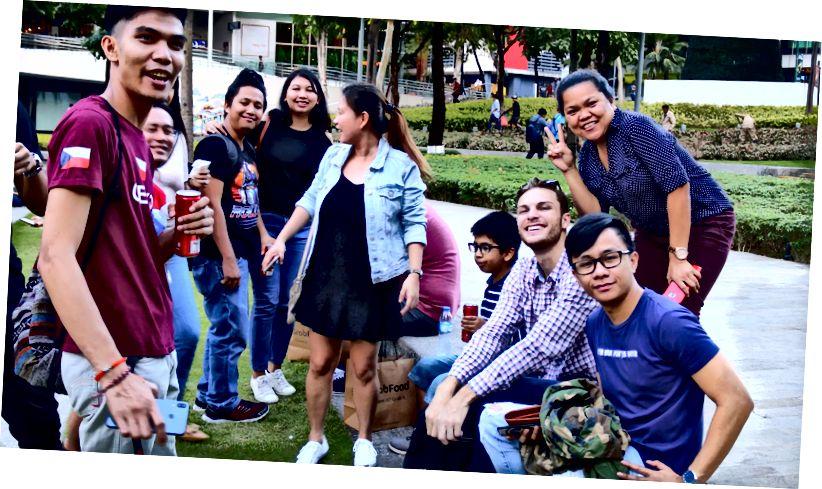 Jag med fans i Manila.
