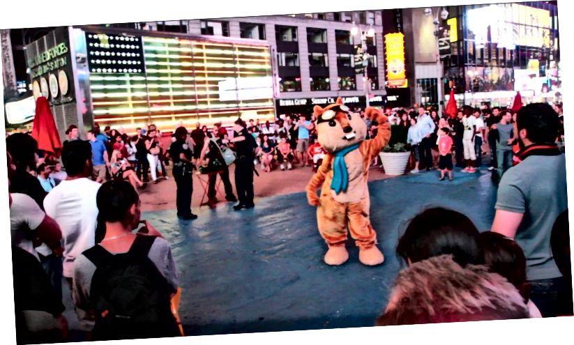 Chip, le tamia hipmunk, faire l'amour à Times Square