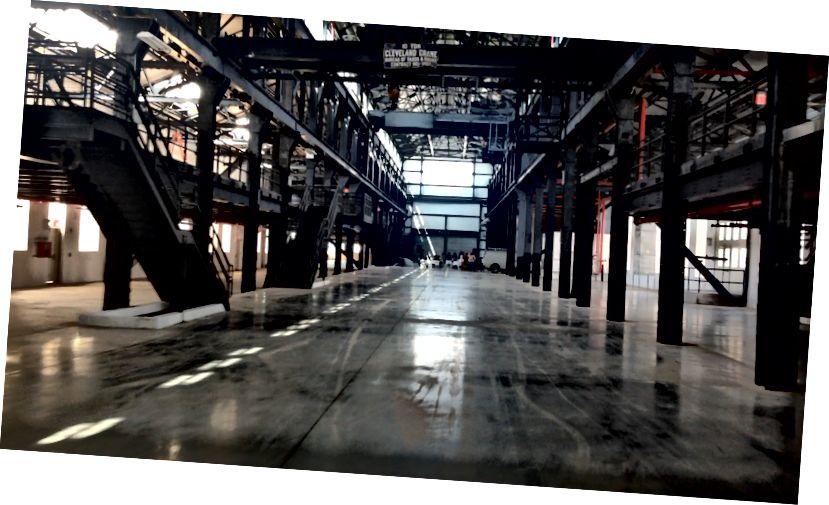 Pemandangan dari dalam markas besar Navy Yard, 65.000 kaki persegi Mast.