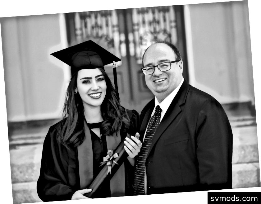 Mein Vater und ich an meinem Bachelor-Graduierungstag.