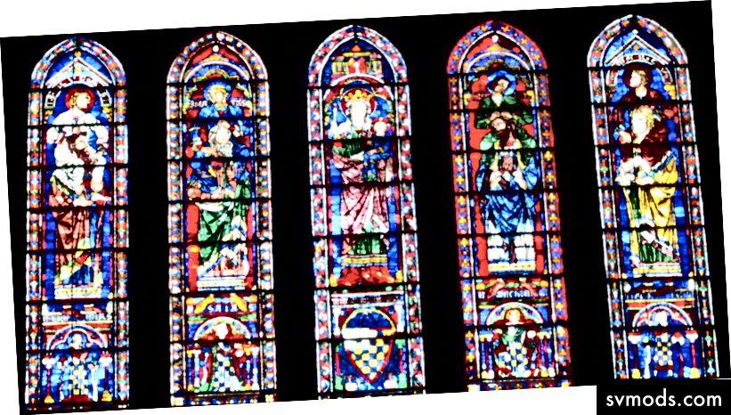 """Die Kathedrale von Chartes wurde nach Bernhard von Chartre benannt, dem Gelehrten aus dem 12. Jahrhundert, der zum ersten Mal bemerkte, dass wir """"auf den Schultern von Riesen stehen"""". Die Südfenster der Kathedrale zeigen Gelehrte auf den Schultern von Gelehrten."""