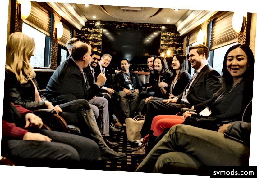 Tim Ryan képviselője, hátrahagyva a nyakkendőt, buszos túrát szervezett a Középnyugaton keresztül körülbelül egy tucat kockázatitőke-képviselővel. Fotó: Andrew Spear a New York Times-nak