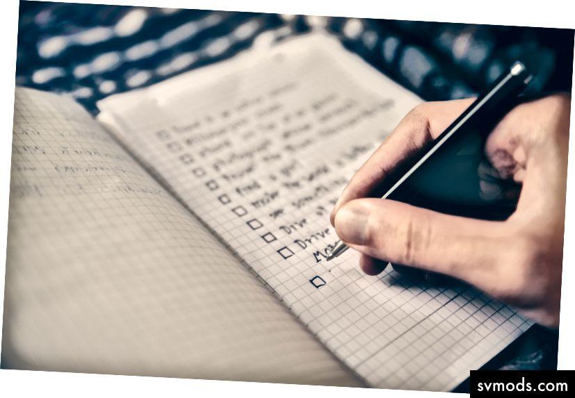 """""""Az a személy, aki ellenőrző listát készít egy jegyzetfüzetbe"""", Glenn Carstens-Peters, az Unsplash"""
