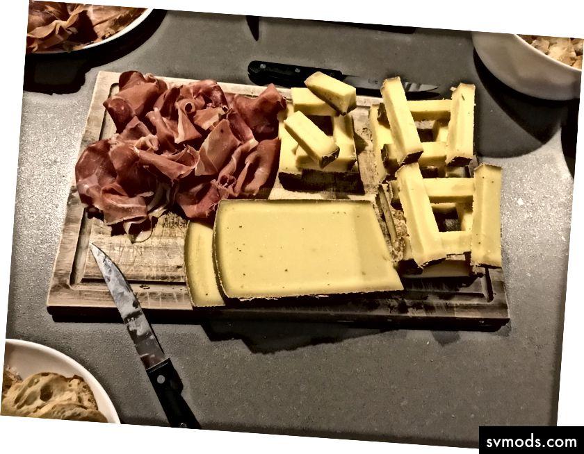 Pilihan kecil keju dan daging sembuh dari acara tim kami baru-baru ini