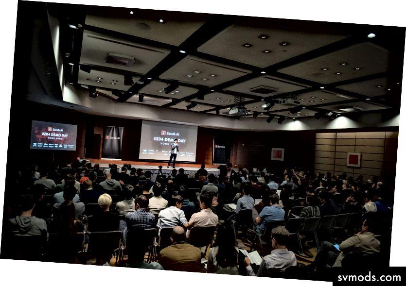 Raymond Yip membuka Hari Demo # Z04 di Hong Kong. Tidak hanya dia melakukan pekerjaan sempurna untuk memoderasi acara, dia mendukung semua startup ini dalam mengembangkan bisnis mereka. Setelah startup diterima di Zeroth, mereka menjadi bagian dari keluarga. Kami dalam perjalanan ini bersama.