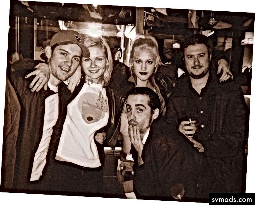 I giovedì di Punani al The Lounge nei primi anni 2000 hanno attirato (da sinistra) Tobey Maguire, Kirsten Dunst, Gwen Stefani, l'imprenditore di criptovaluta Les Borsai e, accovacciato, l'attore Taj Johnson. Fonte: Pantera Sarah