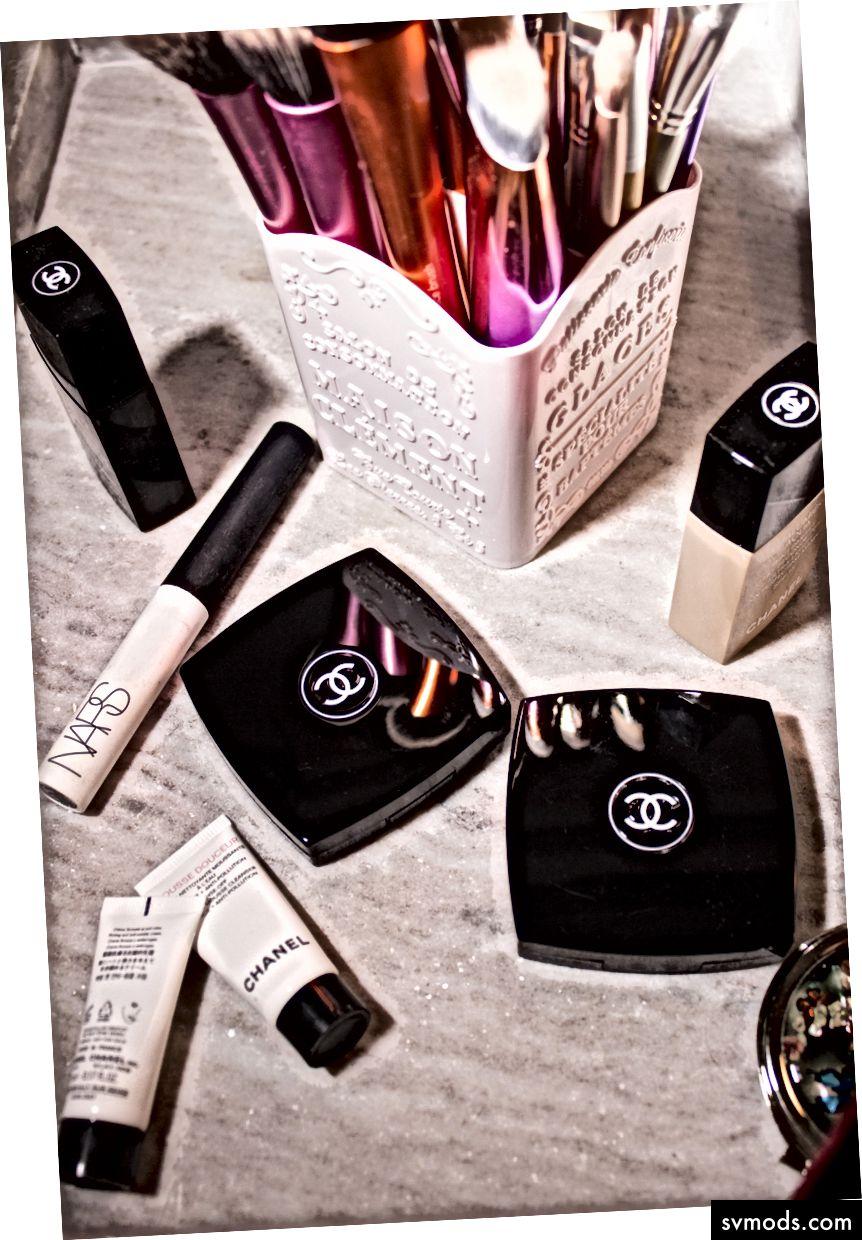 """Chanel makeup set"" di Glow Repose su Unsplash"