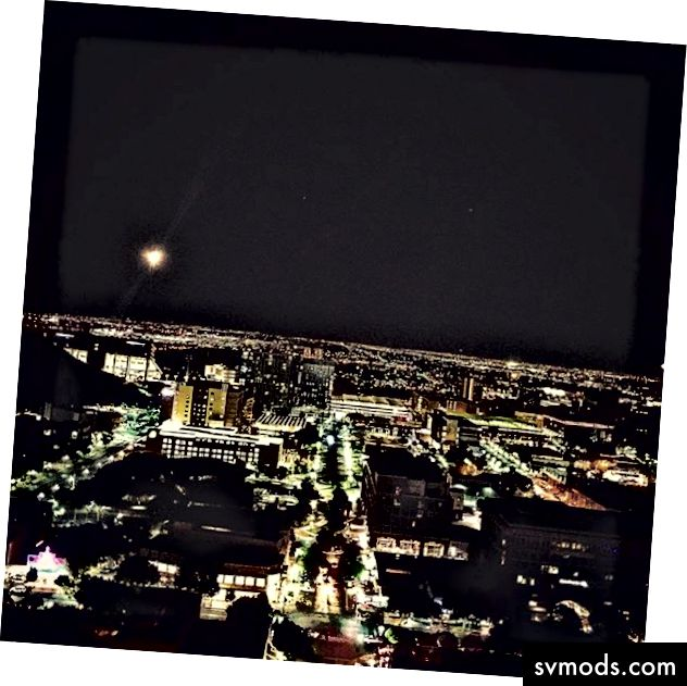 Нощни гледки от мезонета на 25-ия етаж.