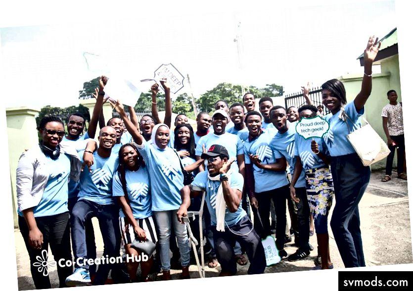يؤدي الطلاب المتطوعين في OAU