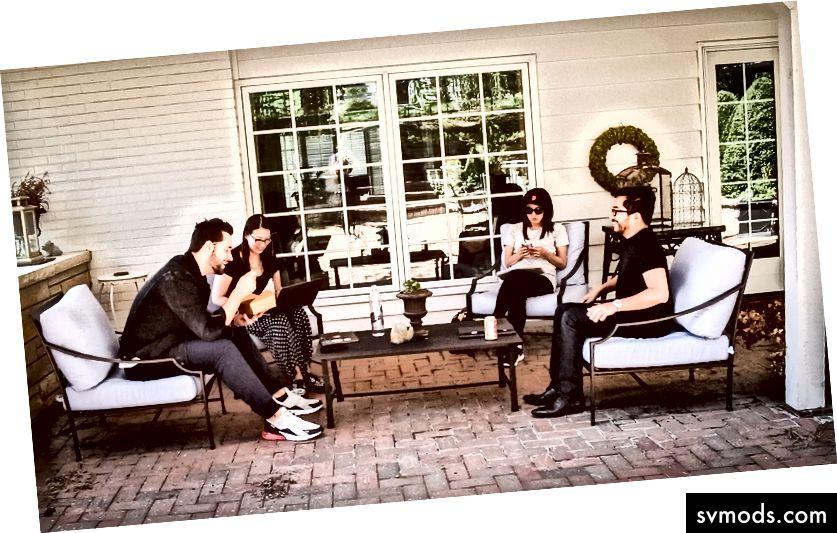 Inicializovaný tým mluvil naší budoucností jako firma na našem ústupu v Omahě v Nebrasce. (Foto: Russ Roe)