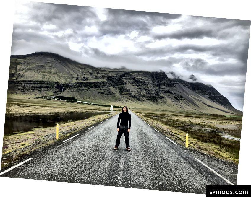 Saya berusaha tidak produktif dengan teman-teman dekat saya selama perjalanan ke Islandia