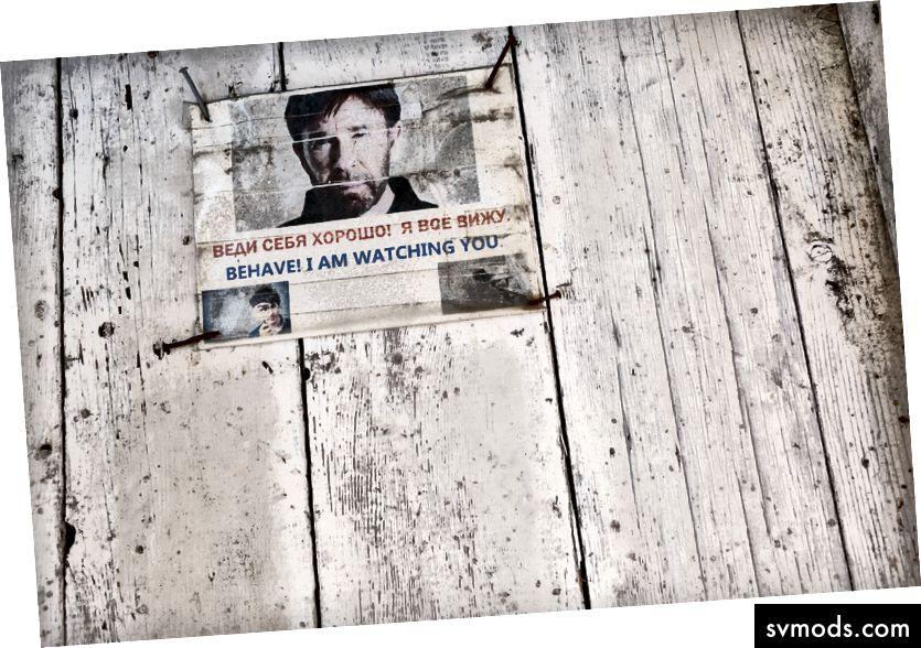 Một meme có Chuck Norris trên hầm đến tháp chuông của một nhà thờ mà Pavel Cherkashin, một nhà đầu tư người Nga, đang biến thành một không gian công nghệ mà anh dự định gọi là Hack Temple, tại San Francisco, ngày 5 tháng 10 năm 2017 - Jason Henry / The Thời báo New York