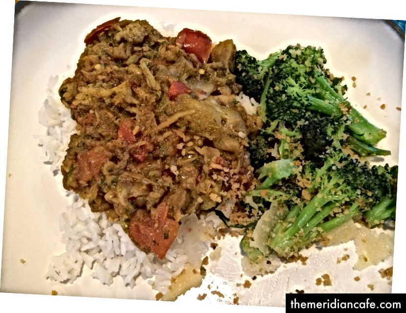 Eines von Seans Lieblingsessen war Baingan Bharta auf Reis gepaart mit buttergedämpftem Brokkoli.