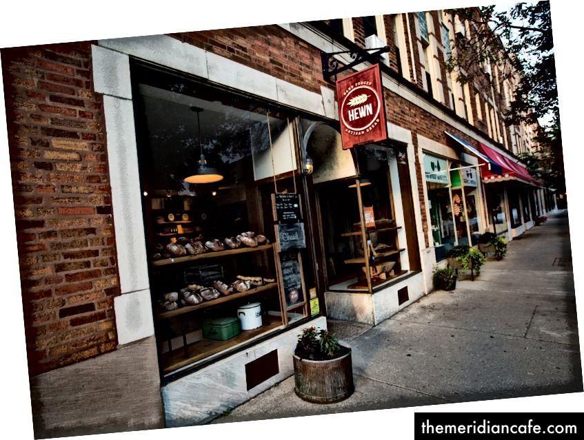 Tallado en Evanston, Illinois, es el hogar del pan integral de King's Heritage.