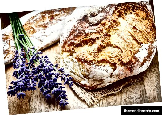 Frisch gebackenes traditionelles Brot @ paulgrecaud