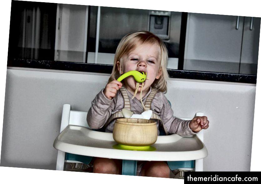 تتميز ملعقة Haakaa Noodle Spoon بزاوية مثالية للأيدي الصغيرة وهي ناعمة على الفم ، مما يجعلها مثالية لارتخاء الشعرية دون مساعدة!