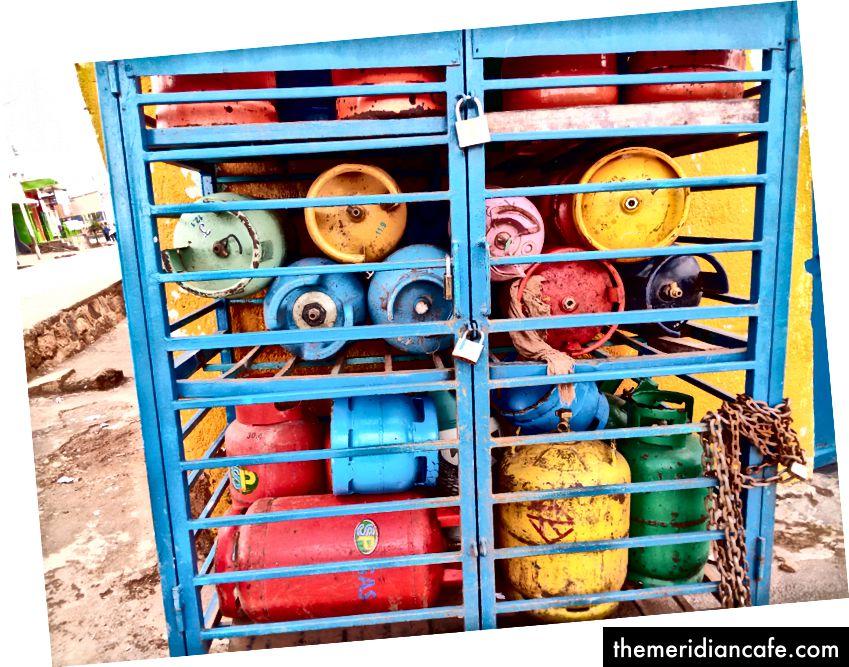 خزانات الغاز في متجر Gikondo الصغير من تصميم Zelbabel Nzigiyimana Cartoon