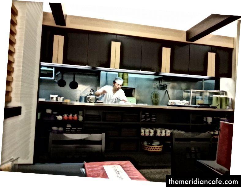 To był otwarty styl kuchni, więc goście mogli zobaczyć wnętrze