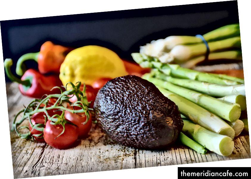 Získajte ešte viac vitamínov z rovnakého množstva zeleniny s avokádom (Foto: RitaE / Pixabay)