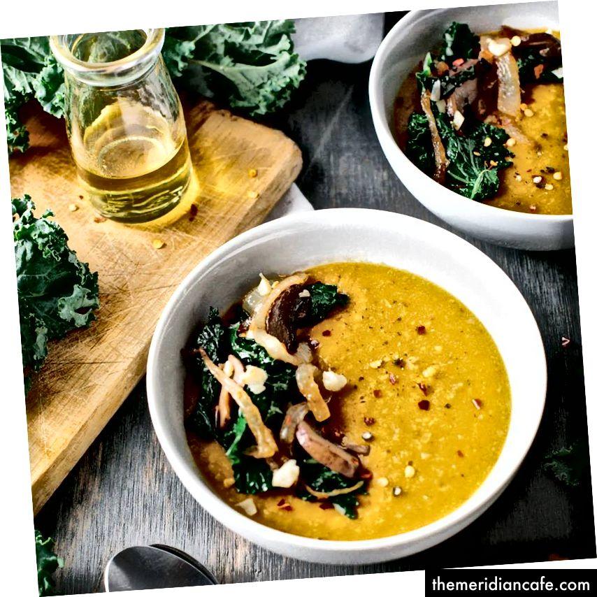 Zupa Gbegiri ze smażonym jarmużem i karmelizowaną cebulą (Egunsifood)