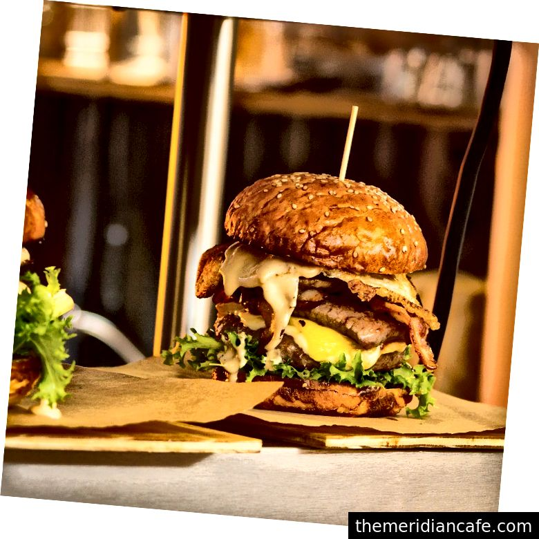 Gdyby wszyscy na planecie konsumowali i marnowali tyle samo, co Amerykanie - w tym jedząc tyle mięsa - potrzebowalibyśmy pięciu ziem, aby nas utrzymać.