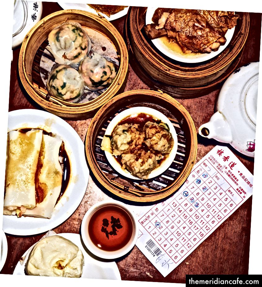 Rozprzestrzenianie się w Lin Heung Tea House, z klopsikami gotowanymi na parze w centrum uwagi.