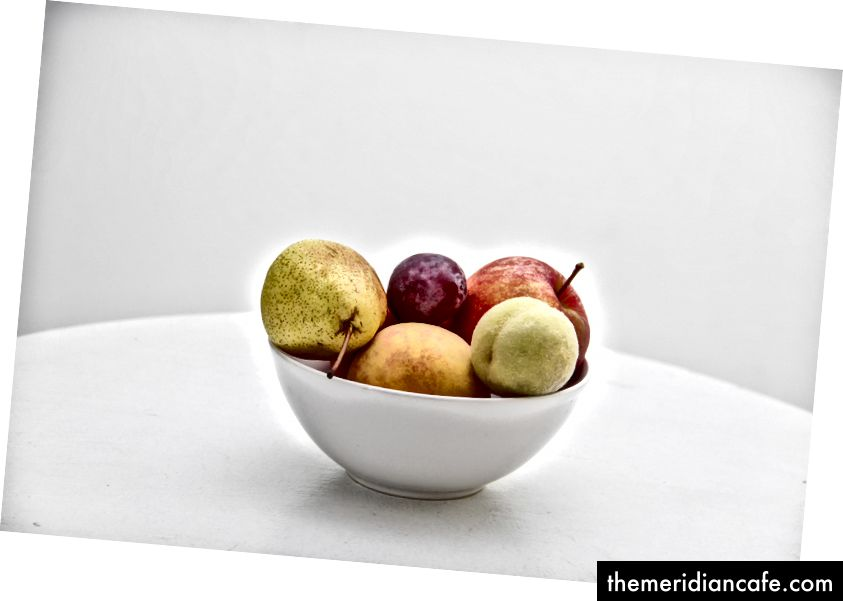 """Miska owoców"" autorstwa NordWood Themes w Unsplash"
