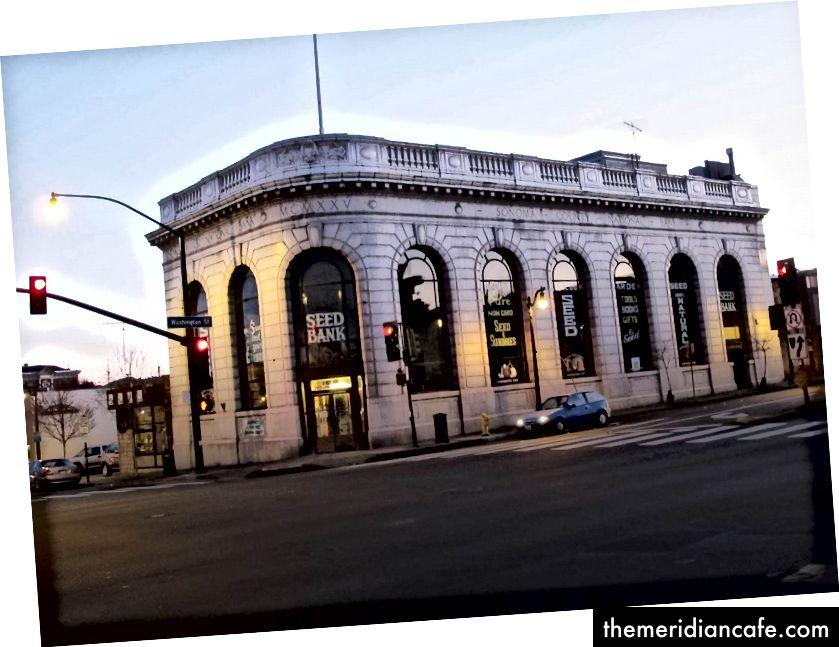 O Banco de Sementes Petaluma ocupa o antigo Banco do Condado de Sonoma.
