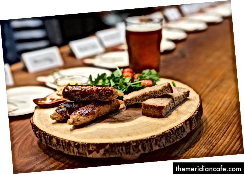 Kiełbasa New Age Meats to pierwsze mięso na bazie komórek, które jest wytwarzane zarówno z komórek tłuszczowych, jak i mięśniowych