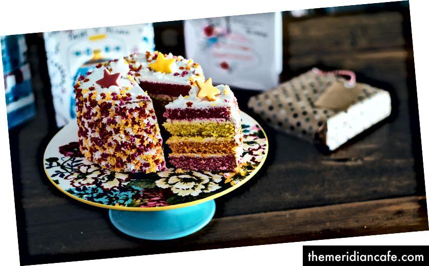 Foto de bolo de aniversário por Annie Spratt no Unsplash