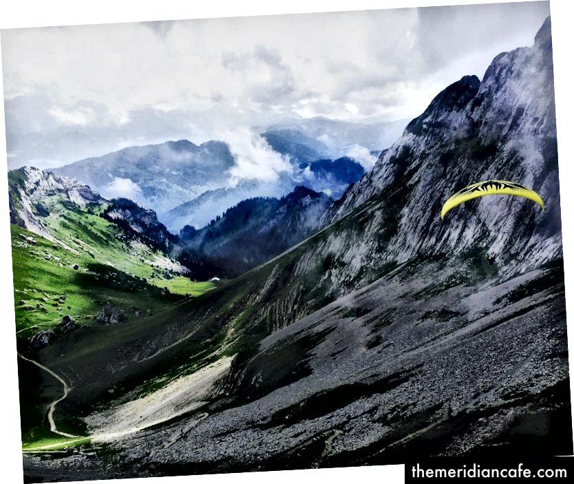 Po túre vyskúšajte paragliding pozdĺž hory © Christine Barba
