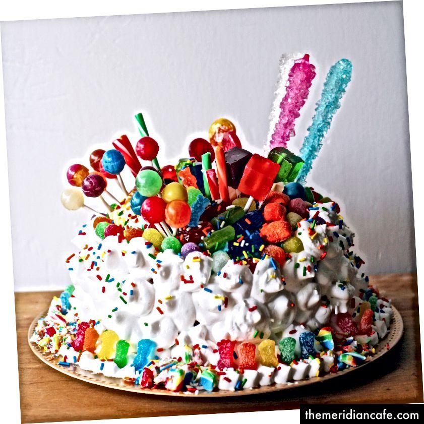 Bolo de doces veganos por Arcelia Kent, da EburgVeg (usado com permissão)