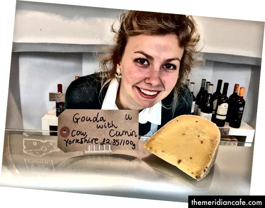 Auteur à la fromagerie.