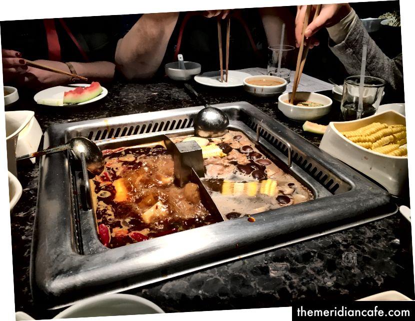Cel mai renumit restaurant cu oală fierbinte din Beijing, Hai De Lao.