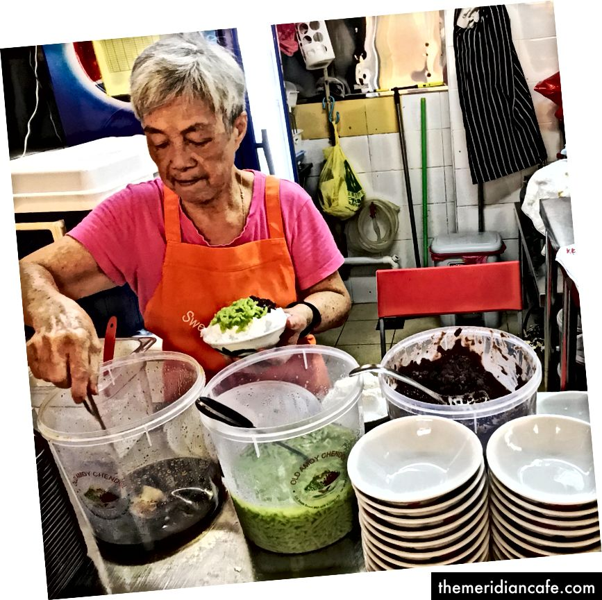 Cendol هي حلوى إندونيسية / ملاوية تقليدية شائعة في جنوب شرق آسيا. واحدة من المفضلة ... :) (الصورة من قبلي).