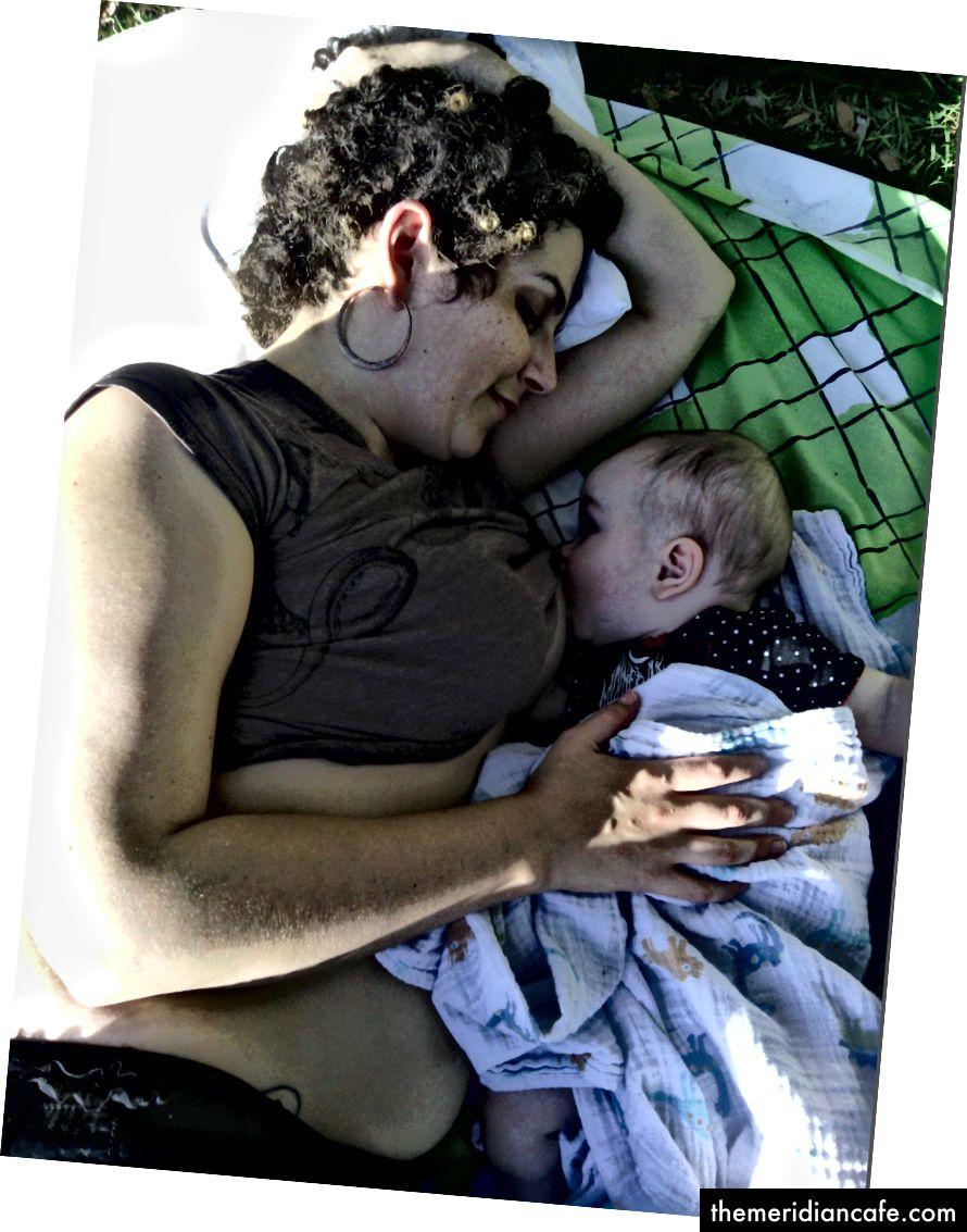 Allaiter mon bébé à l'âge de 7 mois (photo personnelle de l'auteur)