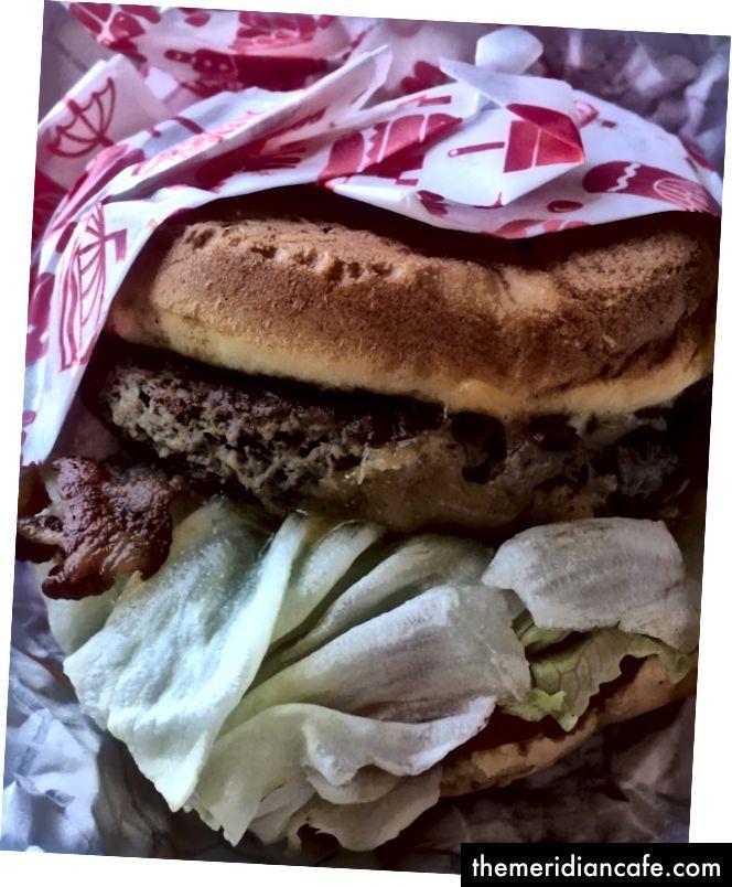 Nemožný hamburger so skutočnou slaninou