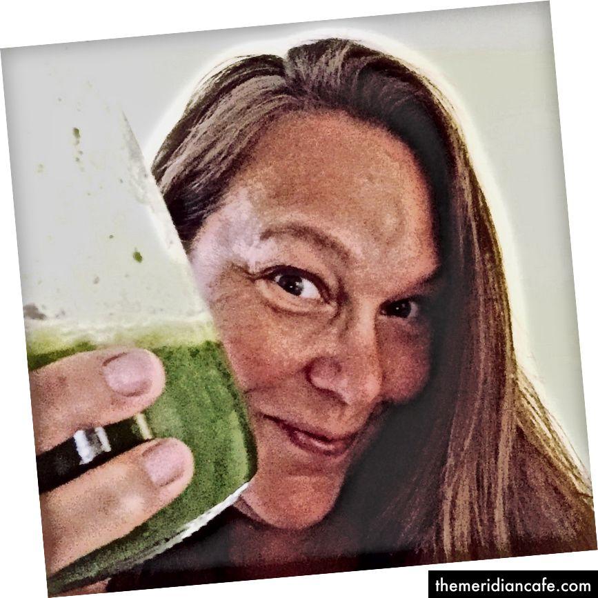 المشروب الأخضر يجعلني أشعر بالإشراق.