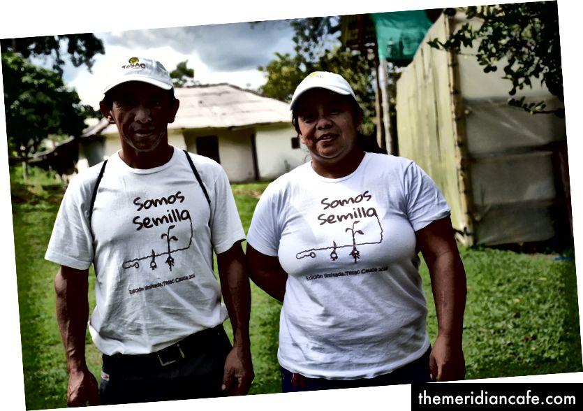 Albeiro i njegova sestra Ana u klimatski pametnom selu Cauca u Kolumbiji.