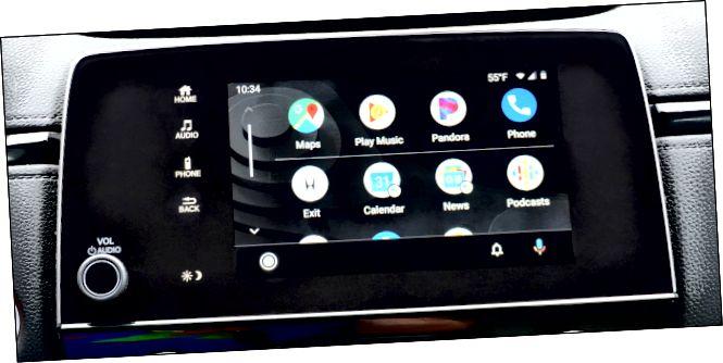 Una pantalla tàctil en un vehicle que mostra aplicacions d'un telèfon mitjançant Android Auto.