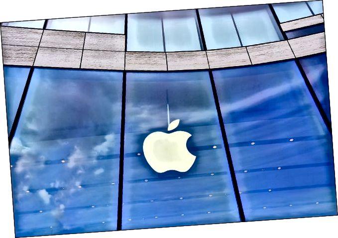 Лагатып Apple у вітрыне крамы