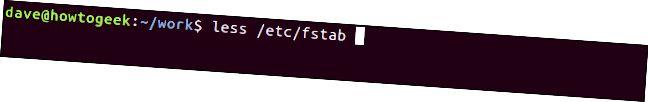 端末ウィンドウの「less / etc / fstab」。