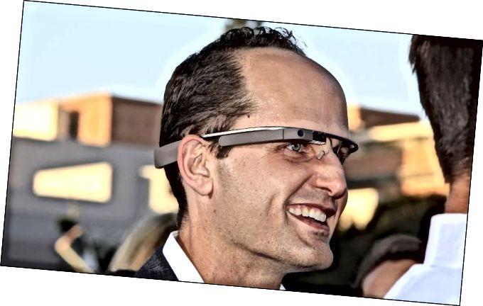 άντρας που φοράει το Google Glass