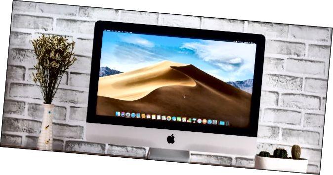 macOS Mojaveデスクトップ背景画像を備えたApple iMac。