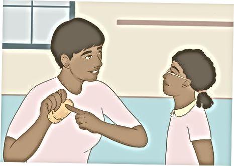 Hjælp et barn med amblyopi iført øjeplacering