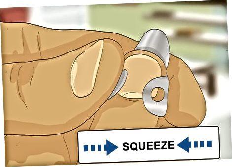 Sætter på en ny fingerpluk